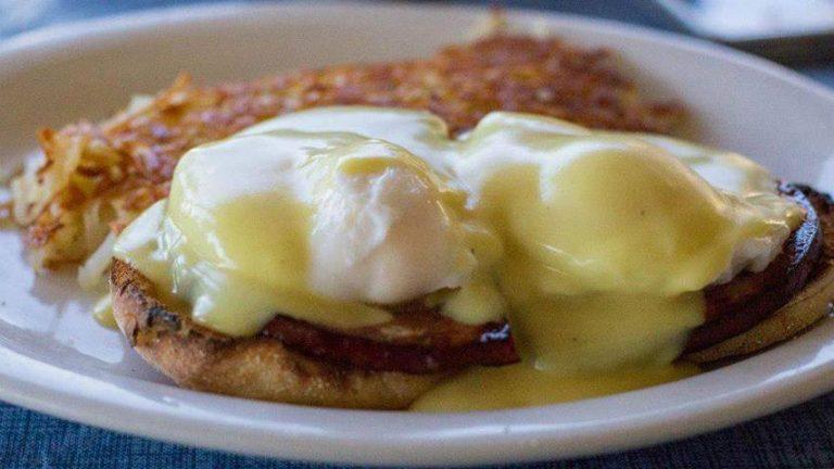 7-Eggs-Benedict-bobbis-cupertino